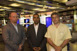 Col direttore del tg di Al Arabija per Meridiani, Dubai, giugno 2007, foto di Alfio Garozzo